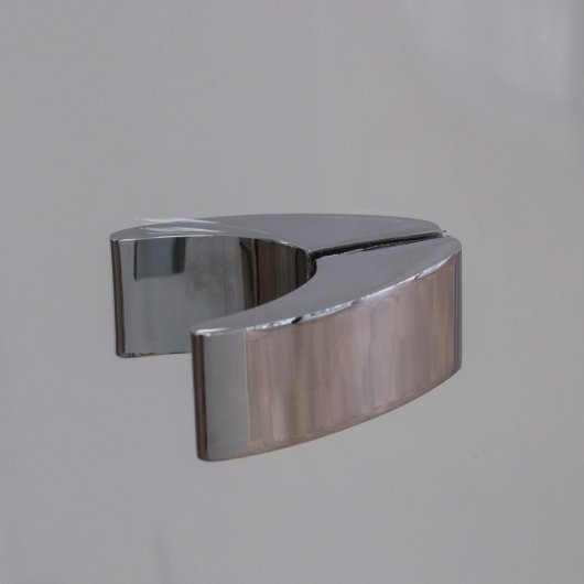 Highly designed handle in chrome finish