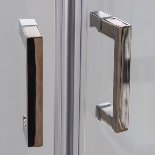 Solid handles made of polished stainless steel